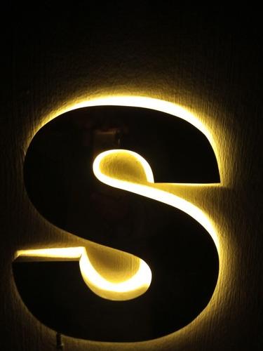 Imagem 1 de 2 de Letras Caixa Em Inox 430 Espelhado  Com Luz De Led Nas Medid
