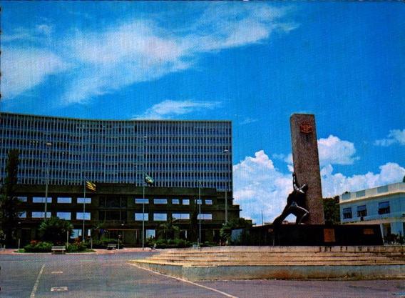 Gyn-4872- Postal Goiania, G O- Praça Civica E Palacio Esmera