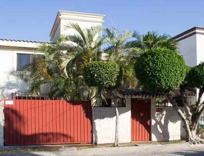 Hermosa Casa En La Sm 46 Con Amplios Espacios| 2 Rec| 2 Bañ