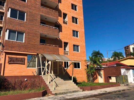 Apartamento En Alquiler Urb. Agua Blanca, Valencia. Mr20-01