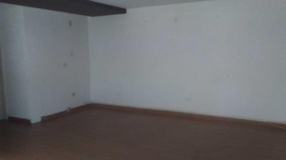 Se Vende Bello Apartamento 04124012543 En Pleno Centro