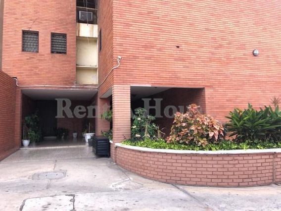 Apartamento En Venta. Indio Mara. Mls 20-23749. Adl.