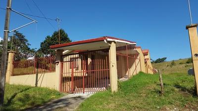 Hermosa Y Amplia Casa, 180 M2 Const., 390 M2 Lote