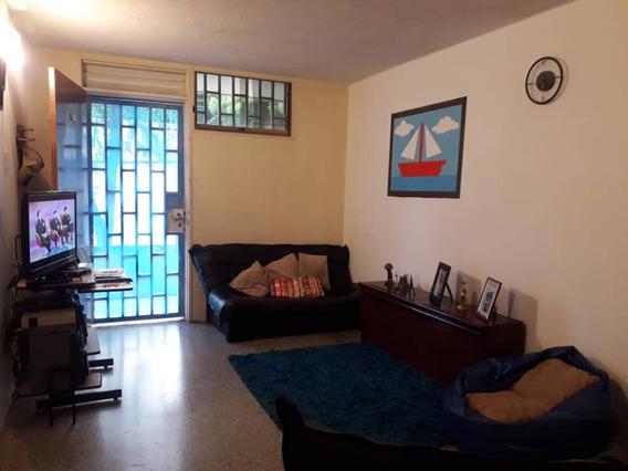 Apartamento En Venta En Parque Aragua 04121994409