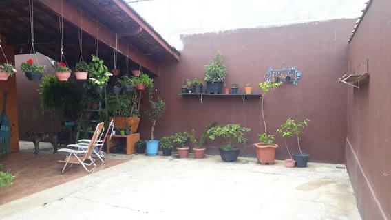 Casa Temporada Centro Ubatuba.acomoda 10 Pessoas
