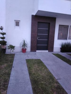 Casa De 3 Recámaras Y 2 1/2 Baños En Privada