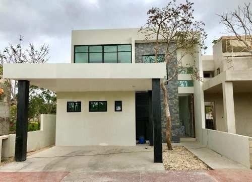Residencia En Privada Altozano Mérida, Cluster Con Lago + Casa Club.