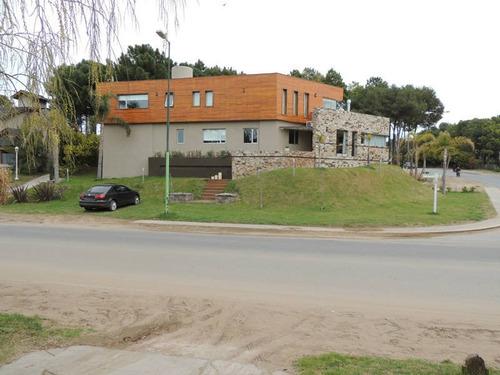 Hermosa Casa En Venta En Pinamar Centro