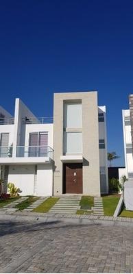 Casa En Fracc. Construido Al 100%, 4 Recámaras, Sky Garden.