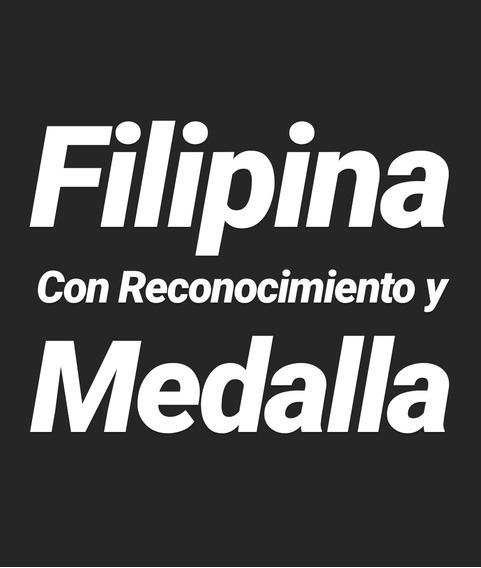 Filipina Con Reconocimiento Y Medalla
