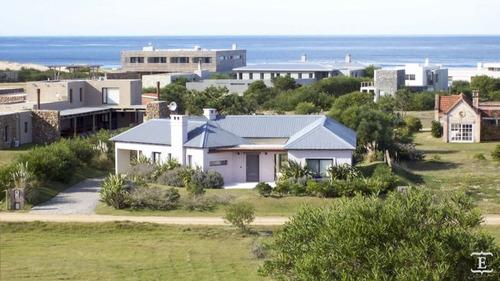 Casa En Alquiler Por Temporada De 3 Dormitorios En Club De Mar