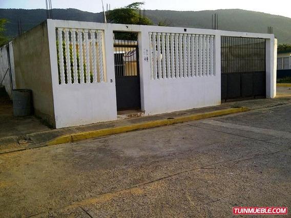 Casas En Venta. Los Chaguaramos