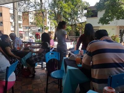 Vendo Restaurante Acreditado Por Estudios Exterior Esquinero
