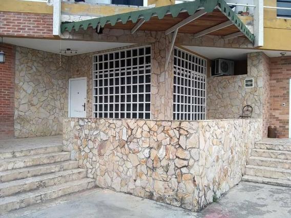 Lyl 2000 Vende Twons House En Caracas Hatillo