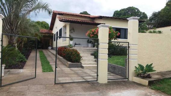 Casa Com 11 Cômodos, 4 Vagas Para Carro, Novíssima !