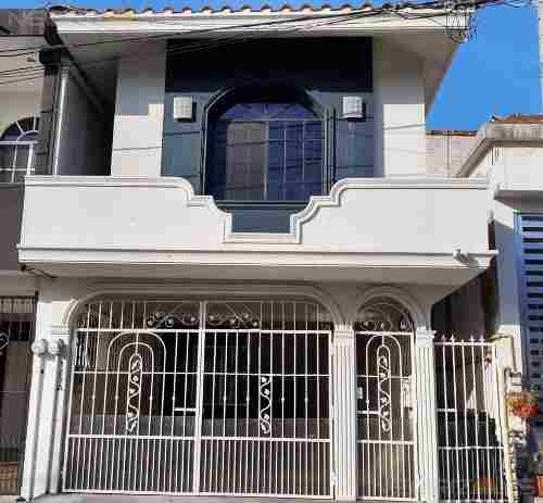 Venta De Casa En Fracc. Colinas De San Gerardo, Tampico, Tams.