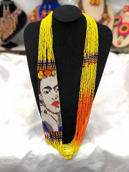 Collar Largo Modelo Frida Khalo