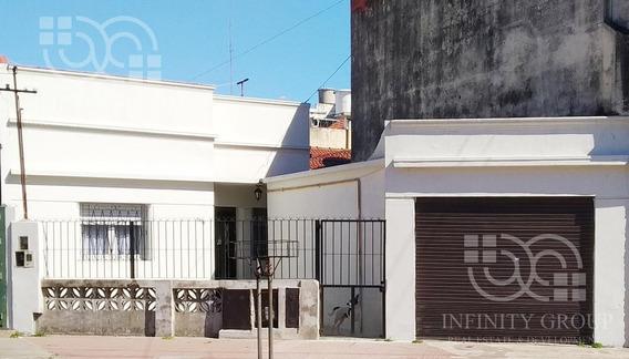Ph Al Frente Apto Credito Con Cochera Cubierta / Local En Sarandi