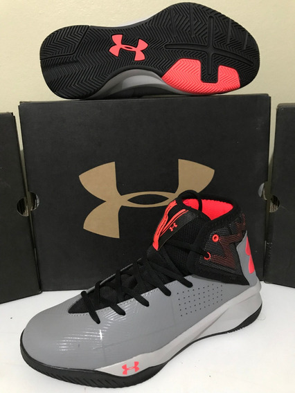 Tênis Basqueteira Under Armour Rocket 2 Tam. 40