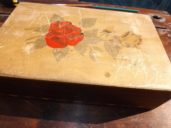 Caixa De Madeira Machetada Antiga #2413