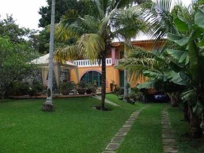 (crm-1404-320) Casa Con Amplio Jardín Con Terraza, Alberca Equipada, Garage Para 8 Autos !! Uno Techado