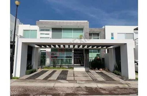 Casa En Venta Con Acabados Premium Y Excelente Ubicación Dentro De Fraccionamiento Cumbres Del Lago