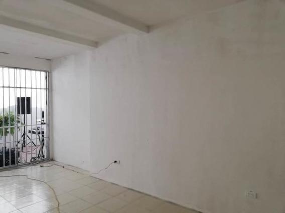 Comercial En Venta En Barquisimeto Este, Al 20-2101