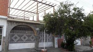 Casa En Venta La Esmeralda San Diego Carabobo 20-16134 Rahv