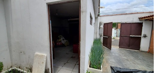 Imagem 1 de 18 de Casa Com Fundo Pra Outra Rua. Possui Ponto Comercial Independente. - Ca1005