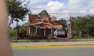 Excelente Casa De 2 Pisos, 4 Dorm. 3 Baños,garage,dpto.serv.