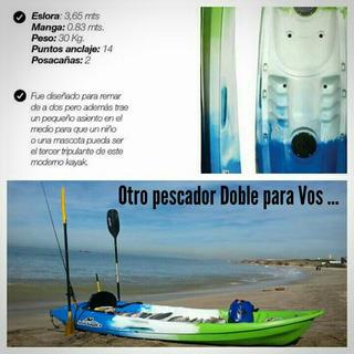 Kayak Doble. Sale Completo. Dos Remos Y Dos Asientos.