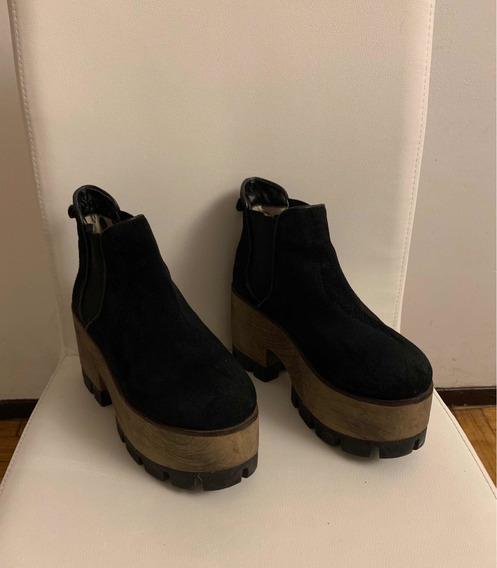 Botas De Gamuza Negras Con Plataforma. Marca Viamo, Talle 39