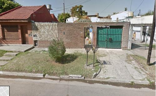 Casa C/ Tres Departamentos. Lote De 10x34. Quilmes