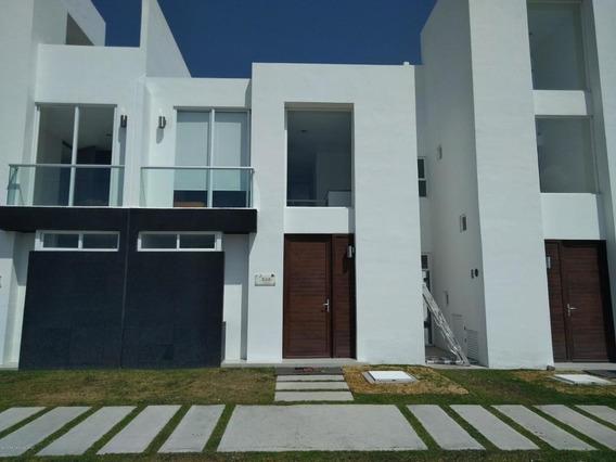 Casa En Venta En Zakia, El Marques, Rah-mx-21-834