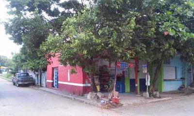 Casa Con Locales En Excelente Ubicacion Esquina.