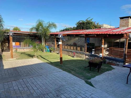 Dos Casas En Venta 3 Dormitorios 4 Baños Con Gran Patio Barbacoa Y Piscina- Av. Cibils-reducto- Ref: 1449