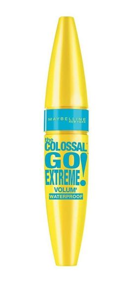 Máscara de pestañas waterproof Maybelline The Colossal Go Extreme 9.5ml color Black