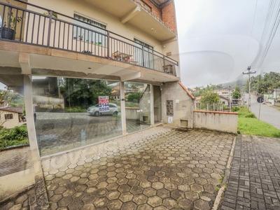 Sala Térrea Comercial No Bairro Itoupavazinha, Com Dois Banheiros, Ampla Sala, Vaga De Estacionamento Frontal. - 3576501