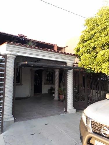 Casa De 3 Recamaras, 2 Baños, Estancia, Sala, Cocina