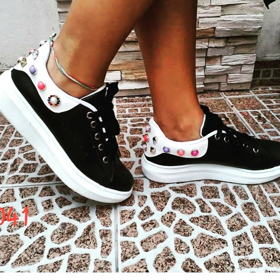 Zapatillas Negras Tachas
