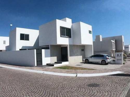 Se Vende Hermosa Casa En La Cima, Alberca, 2 Habitaciones, 3 Baños, Estudio..