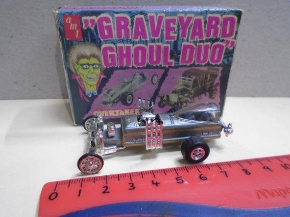 Johnny Lightning 1/64 Graveyard Overtaker Dragster