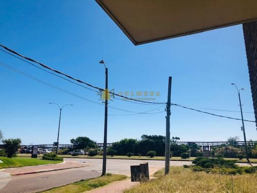 Apartamento En Excelente Ubicacion, De 2 Dor, 2 Baños Cruzando La Calle Esta La Playa Mansa Parada 3 Consulte.-ref:1358
