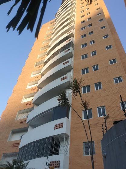 Townhouse En Venta En El Parral Valencia Cod 20-11718 Akm