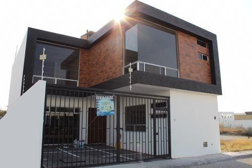 Preciosa Casa En Milenio Iii, Privada, 4 Recamaras, 3.5 Baños, Salatv, Seguridad