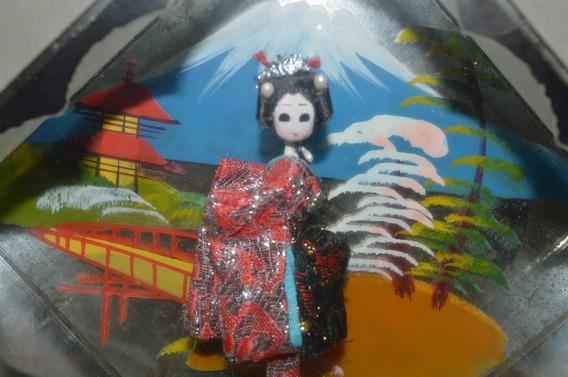 Antiga Bonequinha Japonesa Na Casinha De Vidro- Nº 5424l