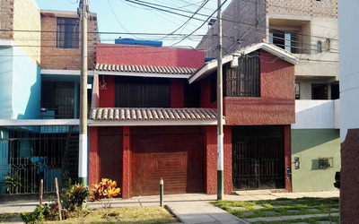 Casa 3 Pisos, 7 Cuartos, 3 Baños Y Cochera