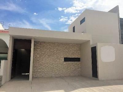 Estrena Hermosa Casa Con Cuarto De Servicio Y Amplio Jardín En Cumbres Del Lago