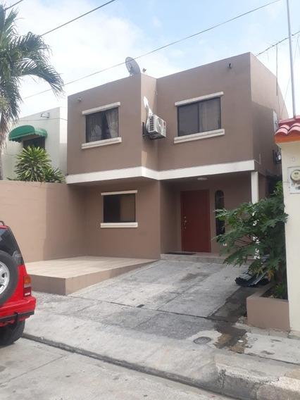 Casa Con 3 Habitaciones, 3 Baños, 2 Salas. Buenos Acabados.