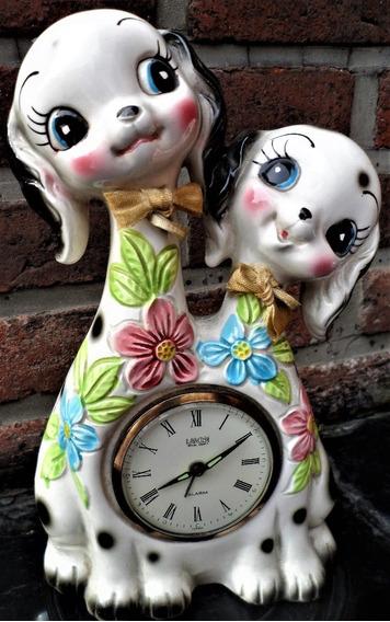 Adorable Grupo Escultórico Par De Perros De Porcelana Japonesa Reloj Infantil De Mesa Funcionamiento A Revisar.